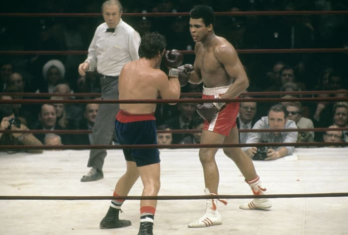 Ali returns to boxing