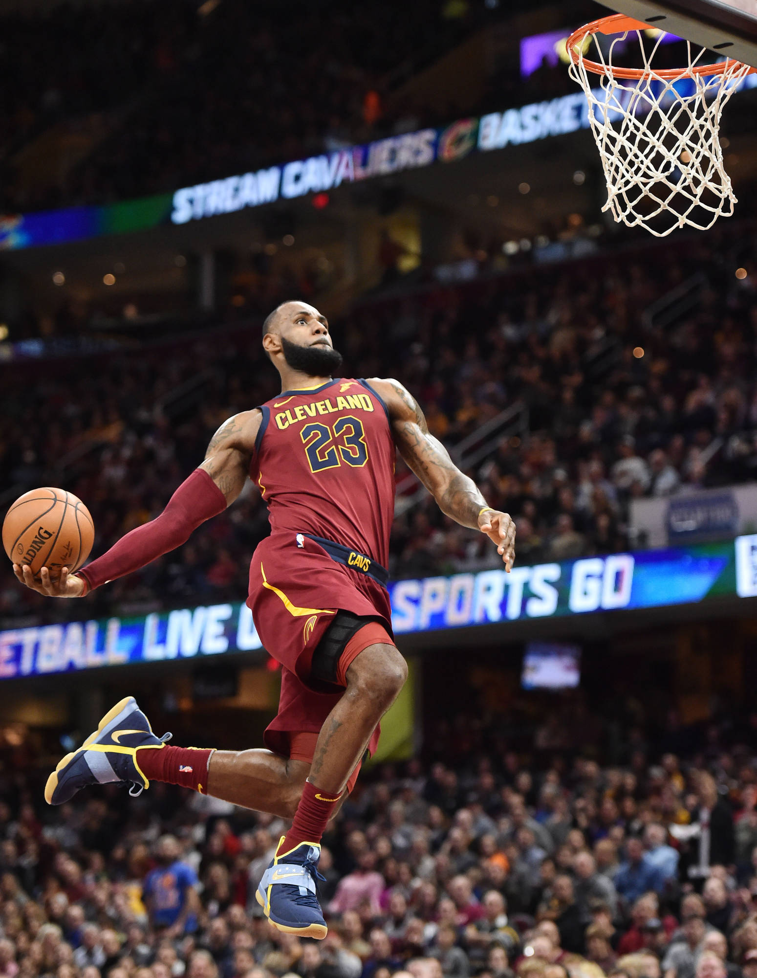 WATCH: LeBron James misses wide-open windmill dunk | Yardbarker.com
