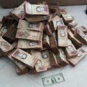 This-pile-of-cash-is-the-venezuelan-equivalent-of-one-us-dollar_uh0crp