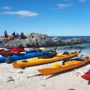 Kayaks-sur-la-plage-de-mulstoa-13557_hgjrso