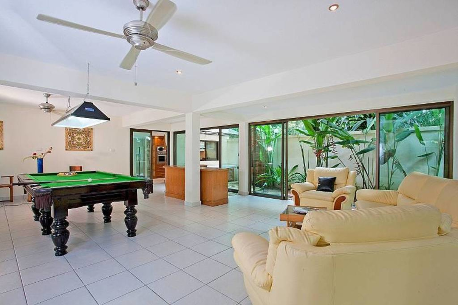 5 bedroom villa sleeps 10 next to walking street in Pattaya ...