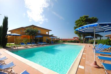 Hyr lägenhet med pool utmed den Toscanska kusten