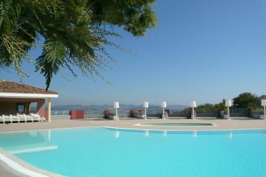 Smakfull våning med stor terrass och magnifik utsikt över Medelhavet