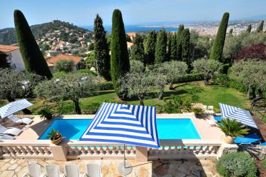 Elegant villa med pool i Villefranche