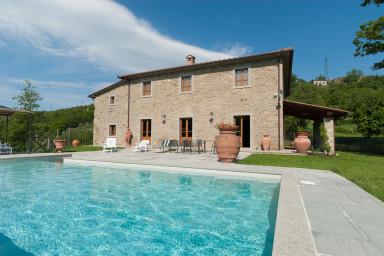 Stor elegant Toskansk villa med pool på landsbygden
