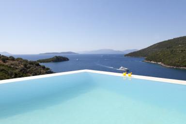Villa Kastos -Luxury villa with direct access to the sea