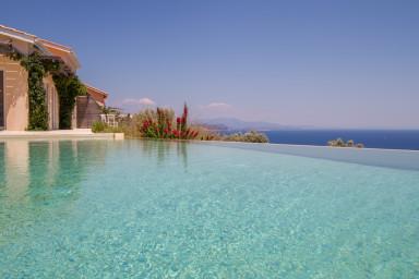 Villa Koumaria, un paradiso di fronte al mare Ionio