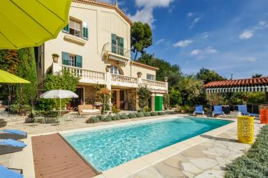 Underbart hus med pool, boulebana och pergola