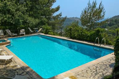 Behaglig villa med varm atmosfär och privat pool i lugnt område