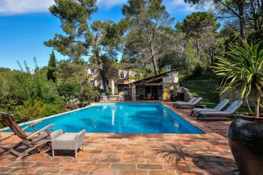 Vacker semestervilla belägen i lugnt läge med vacker natur och olivlund