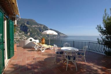 Villa i Positano med härlig uteplats och pool med utsikt över bukten