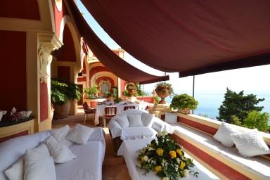 Luxuös Italiensk villa med spektakulär utsikt över havet