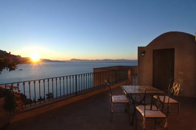 Elegant villa med pool och fantastisk havsutsikt