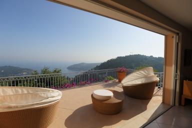 Luxuös villa med spektakulär havsutsikt