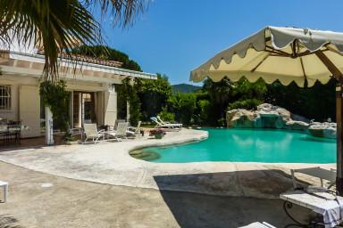 Stor härlig villa med pool och plats för hela familjen