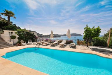 Luxuös fransk villa med oslagbar utsikt över bukten
