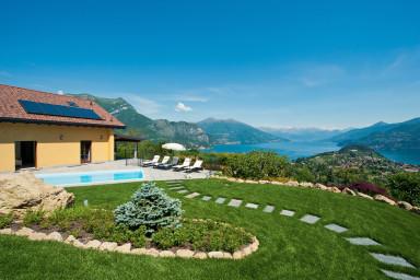 Villa med oslagbar utsikt över vackra Comosjön