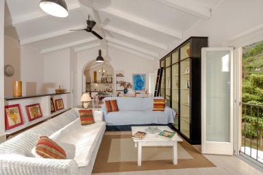 Härlig italiensk villa med modern inredning och pool