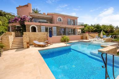 Läcker villa med med pool och utsikt över stranden