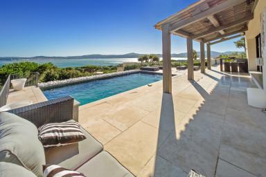 Lyxig modern villa med oslagbar havsutsikt