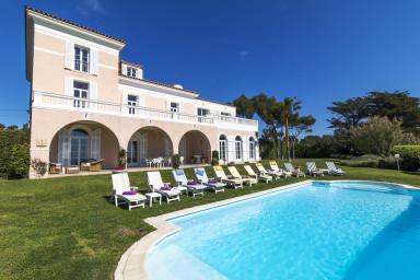 Stor Belle Epoque villa precis vid havet