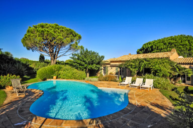 Härlig semester villa med pool i St Tropez