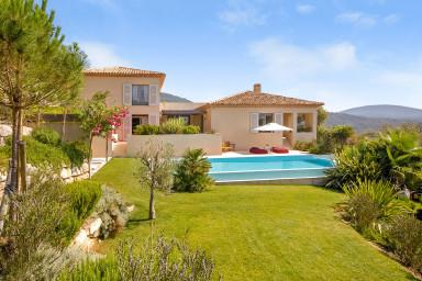 Modern och lyxig villa med pool
