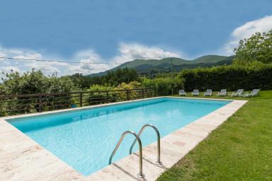 Modern villa i Toscana med härlig pool