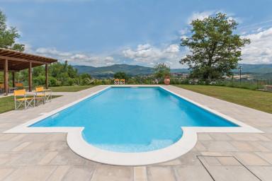 Läcker villa med pool med plats för hela familjen i Toscana
