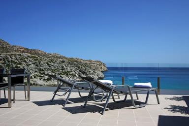 Ático B. Apartamento con vistas al mar y piscina exterior