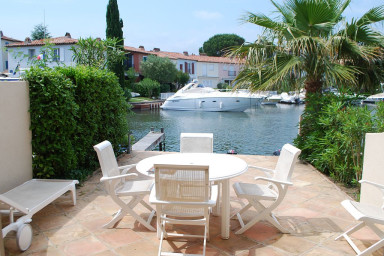 Enlarged house with WIFI, 2 terraces and a 12m mooring in a private area