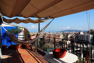 Gràcia - Parc Güell Penthouse. Ideal for couples, wifi, city views+terrace!