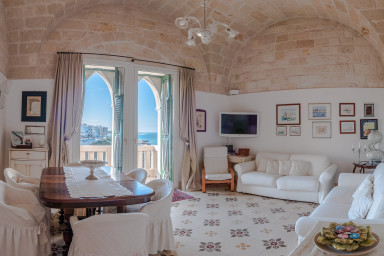 Dimora Merlata: Seaside Apartment in the Historic Centre