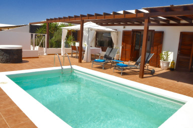 Villa Strelitzia in Playa Blanca with private pool
