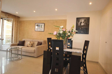 Nice 2 rooms near Antibes's street in Cannes