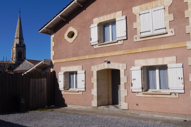 Fully renovated house in the center of Arès for 10 people