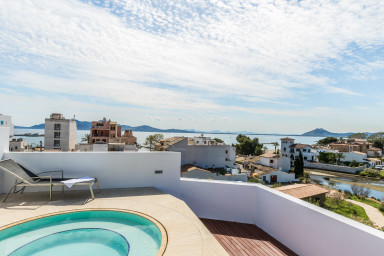 La Gola penthouse B  with private roof terrace and jacuzzi.