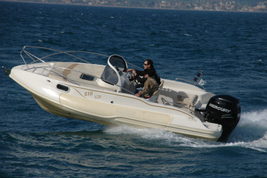 FOR RENT: RIB 5,70M -Confort and speed for one of its kind speedboat-
