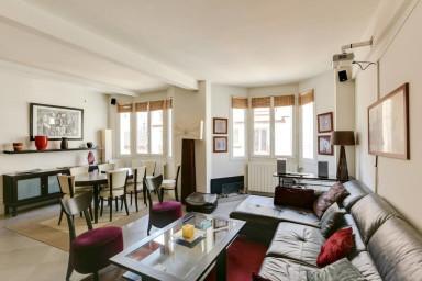Large Modern Apartment in Paris 16