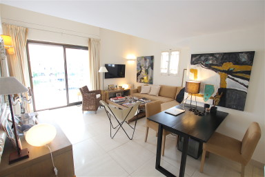 Renovated 3-room Duplex apartment with a 12m mooring