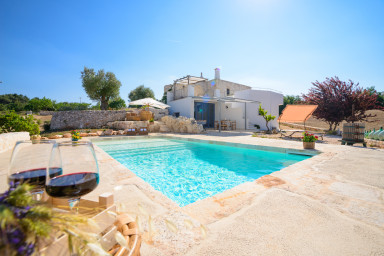 Trulli Pozzo Fornello : charming Trulli with panoramic pool