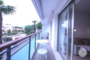 Appartement climatisé avec terrasse à quelques mètres des plages