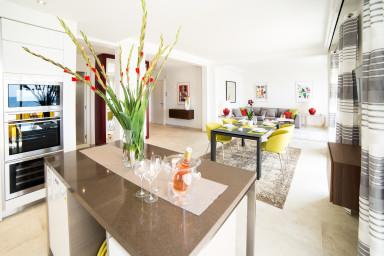 Neuf & luxueux appartement en front de mer proche du centre de Cannes