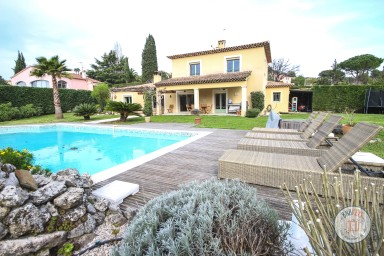 Peaceful provençal villa in the green area of Mougins