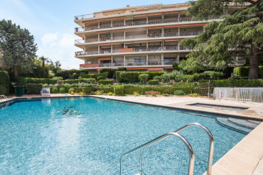 Swimming-pool, view of sea and city in Nice - W233
