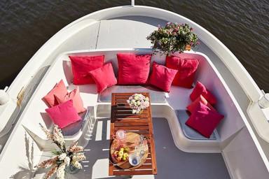 Amazing and unique houseboat at premium location!