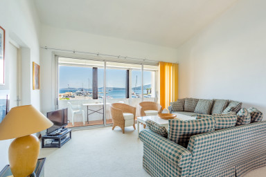 Four-room apartment with seaview and a mooring