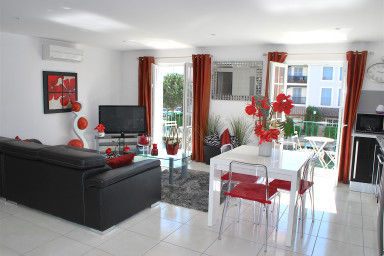 Large fully renovated 4-room apartment - West-oriented balcony