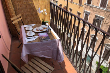 Borgo Pio Apartment with Balcony