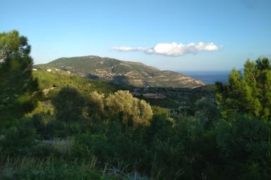 Teren pe deal cu vedere spre satul Fterno